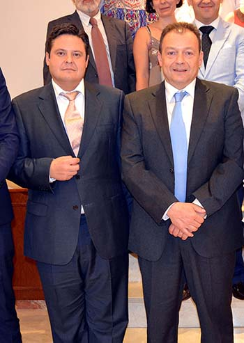 Cofcam 2 nuevo presidente, a la izquierda, y saliente, a la derecha