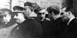 Franco, durante una visita a la SMMP de Puertollano en los años 40.