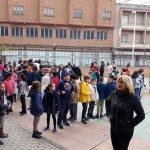 Puertollano: Minuto de silencio en el colegio Ramón y Cajal por el asesinato de la joven Laura Luelmo