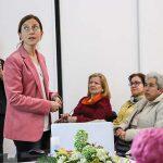 Charla magistral sobre la menopausia ofrecida por la doctora Lourdes Sánchez en la AECC de Almodóvar del Campo
