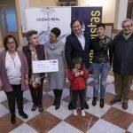 Pilar Zamora entrega a AFANION los 4.303 euros de la recaudación del Belén Municipal