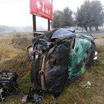 Impresionante accidente: Un coche salta la rotonda de entrada a Puertollano desde la A-41 y acaba destrozado