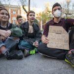 """Sentada por el planeta: Estudiantes de Ciudad Real reclaman la declaración de """"estado de emergencia climática»"""
