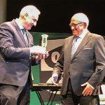 El alcalde entregó al presidente del Club Taurino 'Almodóvar' el premio de Onda Cero Puertollano