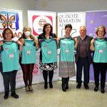Pilar Zamora anima a la participación al recibir la camiseta y dorsal personalizado de la Carrera de la Mujer de Ciudad Real