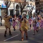 De hippies a punkies del Oeste: Un millar de escolares participan en el desfile infantil de Carnaval en Puertollano