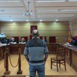 Puertollano: El acusado de intentar matar a hachazos a su vecino tras una discusión alega que forcejeó al intentar defenderse