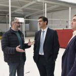 Caballero visita el nuevo espacio multifuncional de Villanueva de los Infantes, un pueblo que aúna tradición y modernidad