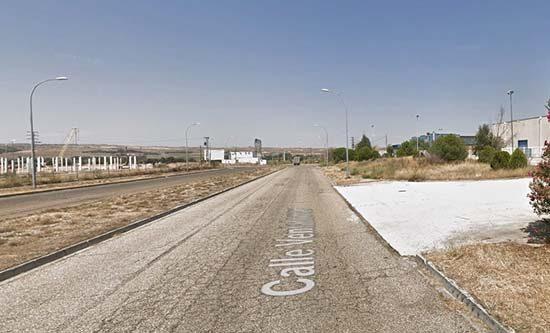 fa7898ce7296 Un trabajador de 40 años de edad ha perdido la vida este sábado tras quedar  atrapado bajo una puerta en una empresa situada en la calle Río Ventalomar  del ...