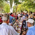 Vecinos de Poblete comparten en la calle la celebración de su patrona, Santa María Magdalena