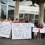 Almadenenses residentes en Ciudad Real se concentran en apoyo a los jóvenes encerrados en la mina