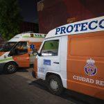 Protección civil atiende a una persona por intoxicación etílica en la calle Pedrera Baja
