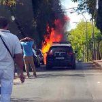 Puertollano: El aparatoso incendio de un vehículo obliga a intervenir a bomberos y policía en El Poblado