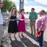Pilar Zamora visita las obras del campo de fútbol de césped artificial en Las Casas