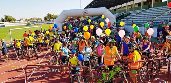 Las Competiciones Ciclistas Regresan Al Estadio Municipal: Unas 1.500 Personas Celebran El Día De La Bicicleta En