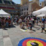 Juegos y talleres en la Plaza Mayor con la AJ El Quijote, a beneficio de AMHIDA