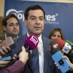 Juanma Moreno plantea elegir entre seguir «en la casa de los líos» de Sánchez o dar un paso al frente con Casado