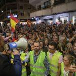 """Gritos de """"alcaldesa, dimisión"""" por no conceder el Ayuntamiento a Vox un recinto con un aforo mayor"""