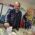 Fernández-Bravo vota convencido de que las encuestas volverán a equivocarse con Ciudadanos