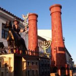 Polémica por las inquietantes imágenes del Holocausto de una agrupación carnavalera