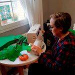 Poblete se suma a la iniciativa de una empresa de venta de colchones de Pozuelo de Calatrava para fabricar mascarillas